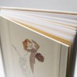 Hochzeitsgästebuch, die Seiten mit den Fragen sind auf farbigem Papier